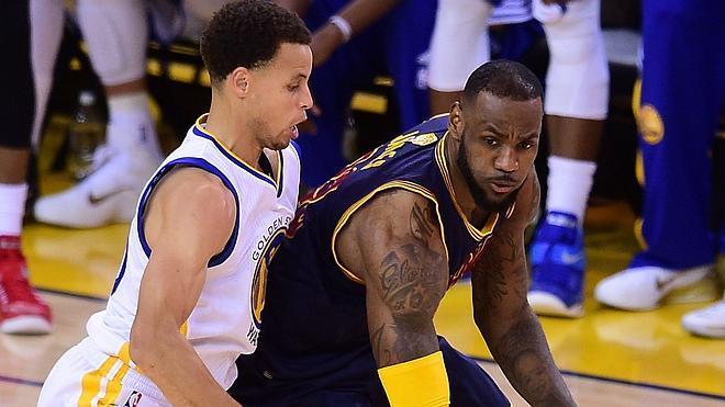 LeBron James le come la tostada a Curry y empata la final