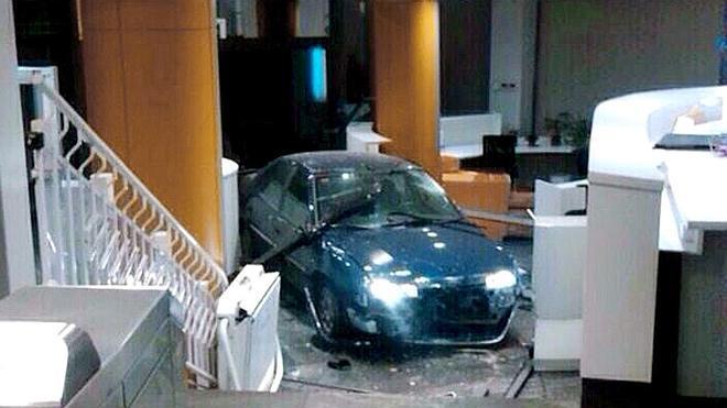 El hombre que empotró su coche contra la sede del PP pide perdón