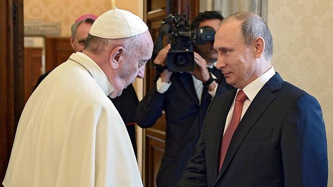 Francisco pide a Putin un «esfuerzo sincero» por la paz en Ucrania