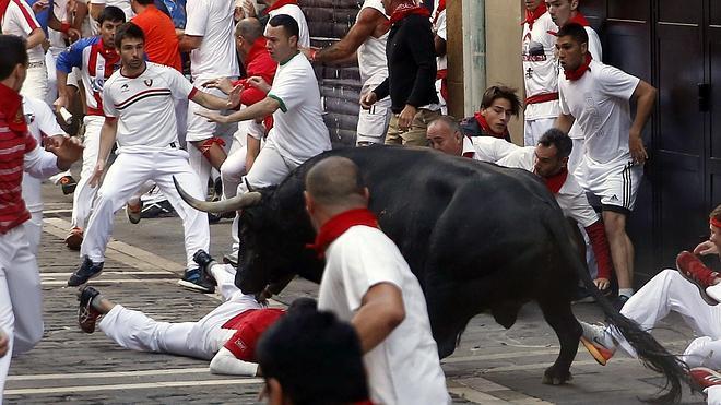 'Jubilado' siembra la emoción en el encierro pero sin heridos por asta de toro