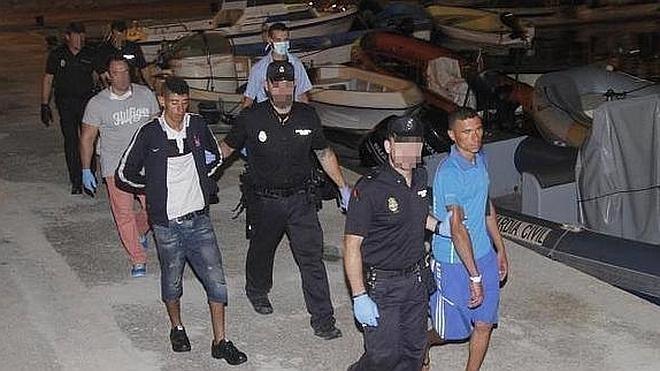 Una oleada de pateras llega a las costas de Murcia con 39 personas