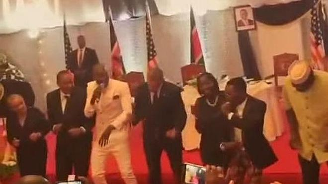 Obama baila a ritmo de 'Lipala'