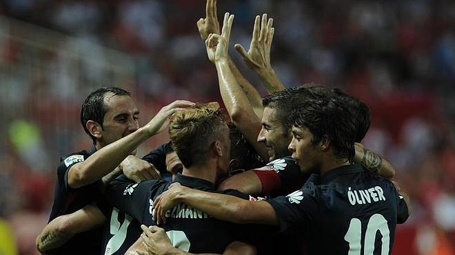 Griezmann guía al Atlético en Sevilla