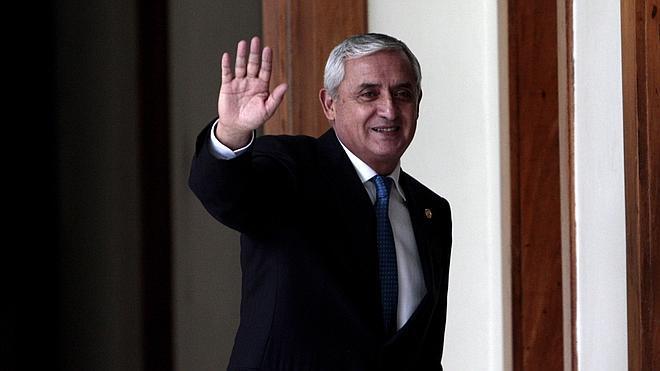 Denuncian por blanqueo al presidente de Guatemala