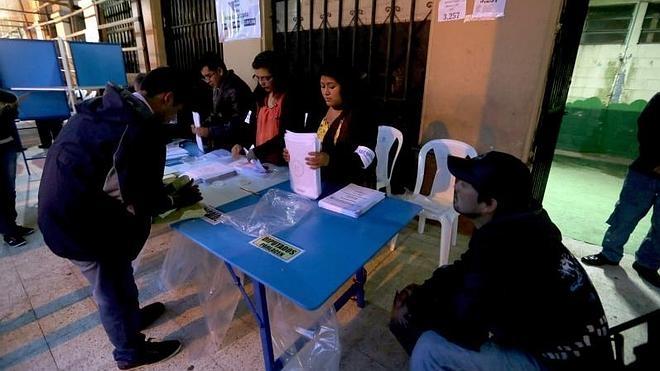 Los guatemaltecos se citan con las urnas, hartos de la corrupción