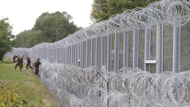 Hungría capea las críticas por el trato a los refugiados