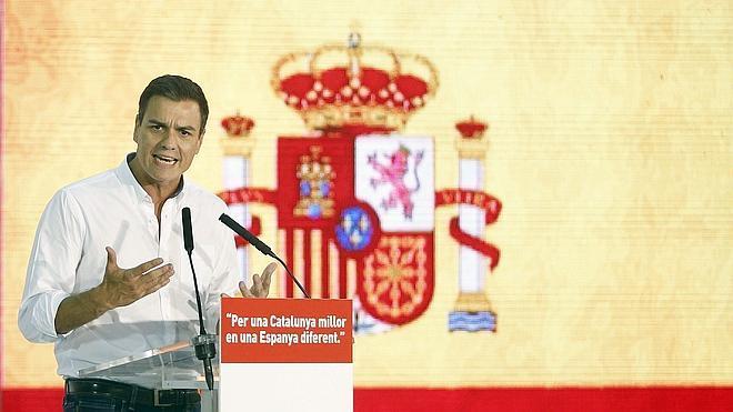 Sánchez e Iceta enarbolan la bandera española en Cataluña