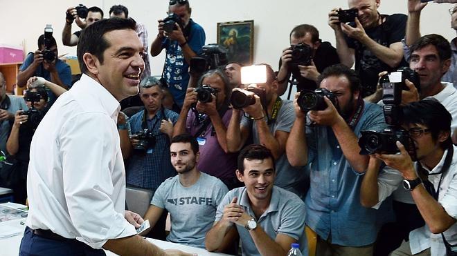 Tsipras, seguro de que el pueblo les dará «un fuerte mandato de cuatro años»
