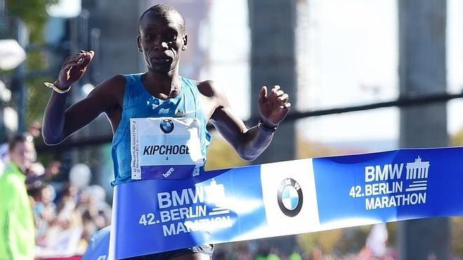 El keniano Eliud Kipchoge se corona en Berlín