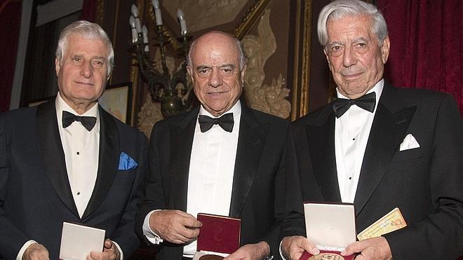Homenaje en Nueva York a Vargas Llosa, Francisco González y el duque de Alba