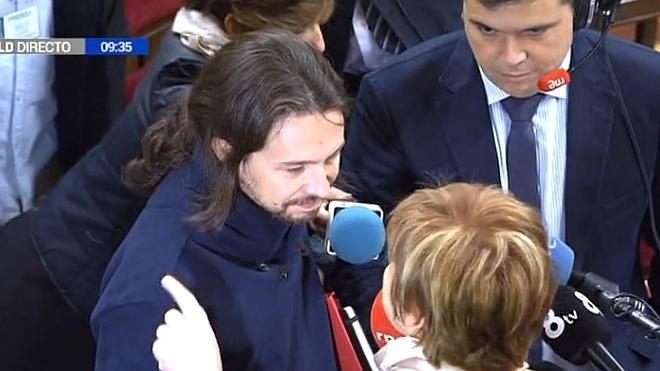 Pablo Iglesias y Celia Villalobos se enzarzan en el Congreso