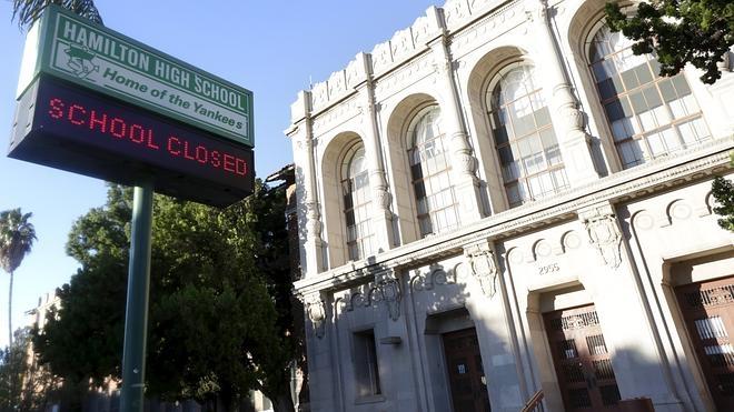 Cierran más de 900 escuelas en Los Ángeles por una amenaza de bomba