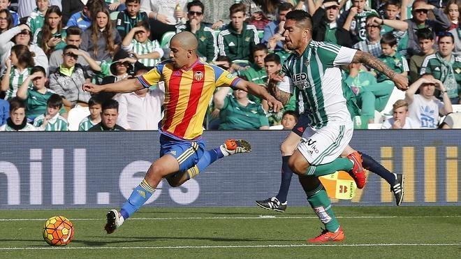 El Betis prolonga la caída libre del Valencia