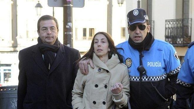 Abren expediente a los dos agentes que acompañaron a la Audiencia a Raquel Gago