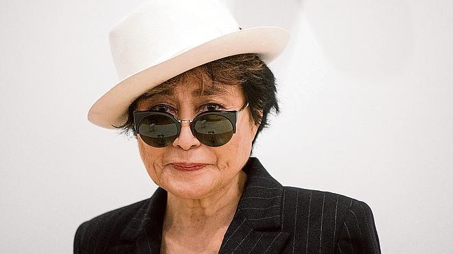 Yoko Ono, hospitalizada en Nueva York