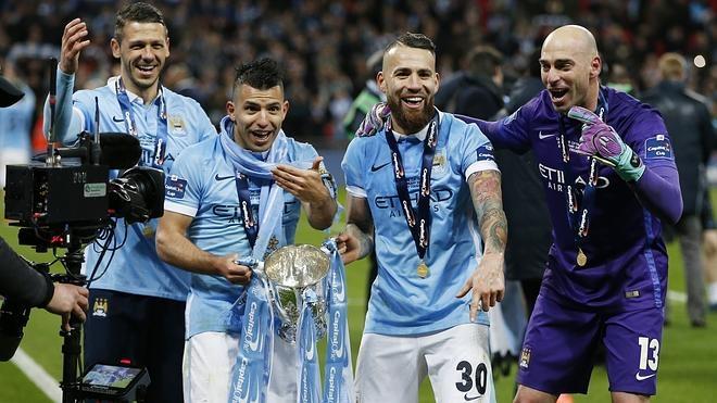 El Manchester City gana la Copa de la Liga al Liverpool con Caballero como héroe