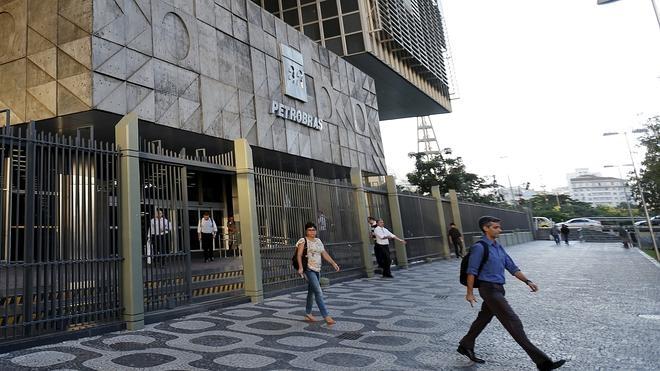 Petrobras registró pérdidas históricas en 2015