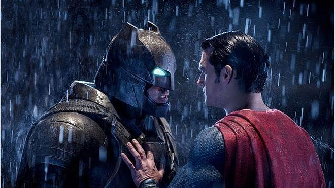 El enfrentamiento entre Batman y Supermán, estrella de la cartelera de Semana Santa
