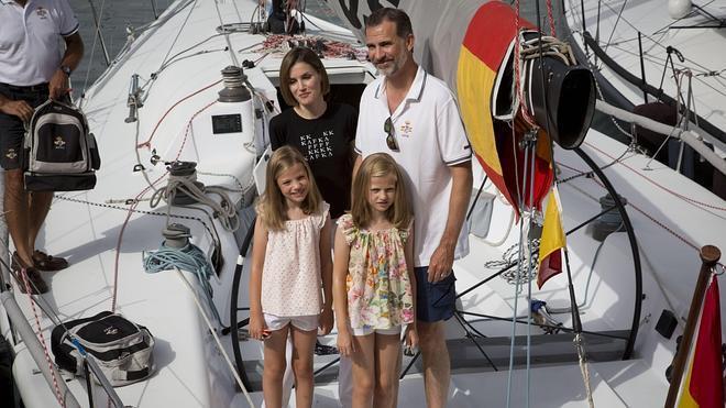 Cervera declara 'persona non grata' a la Familia Real