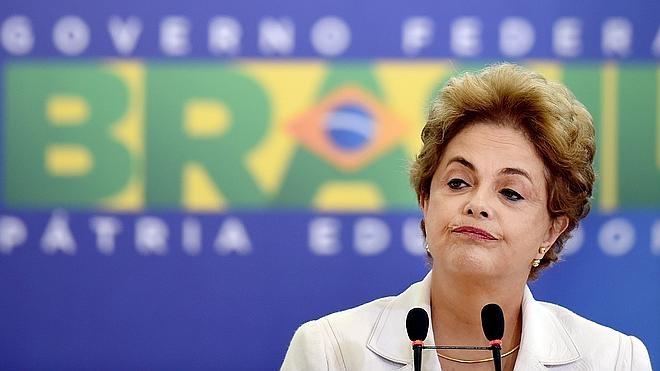 Rousseff pierde otra batalla y se queda a un paso del 'impeachment'