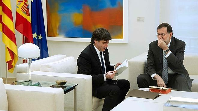 Puigdemont pide a Rajoy celebrar el referéndum sobre la independencia