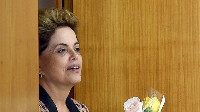 Dos nuevas renuncias dejan el Gobierno de Rousseff con nueve ministros interinos