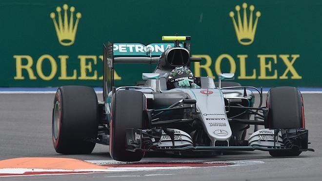 Rosberg ya goza de la suerte del campeón