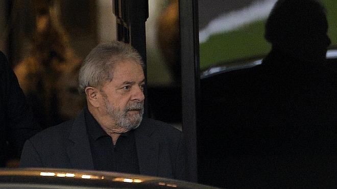 La Fiscalía de Brasil pide investigar a Lula y a tres ministros de Rousseff por corrupción