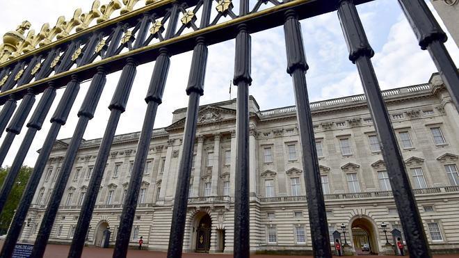 Detenido un hombre tras saltar la valla del palacio de Buckingham
