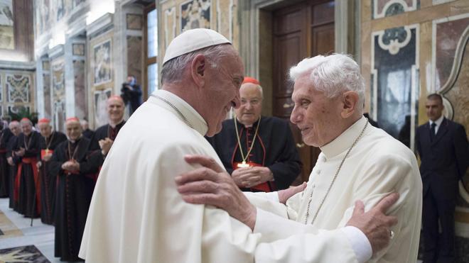 Benedicto XVI aborda el 'lobby gay' en la Iglesia a través de un libro de memorias
