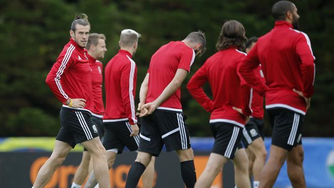 Bale entrena con el grupo, Pepe también se ejercita pero aparte