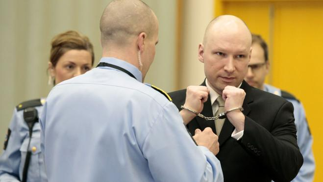 Solitario, aficionado a los videojuegos violentos y seguidor de Breivik
