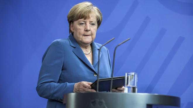 Merkel garantiza que el Estado protegerá «la seguridad y la libertad»