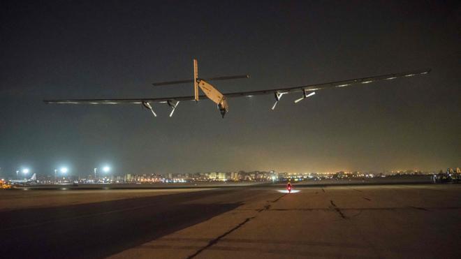 El avión 'Solar Impulse' sale de Egipto para cubrir su última etapa