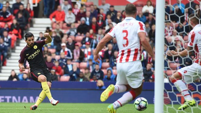 El City golea 4-1 al Stoke con dobletes de Agüero y el español, Nolito