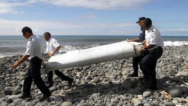 Hallan posibles restos del avión de Malaysia Airlines en Mozambique