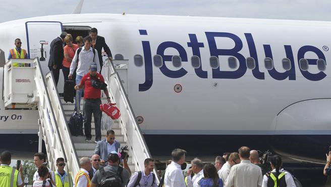 Aterriza en Cuba el primer vuelo regular procedente de EE UU en más de 50 años
