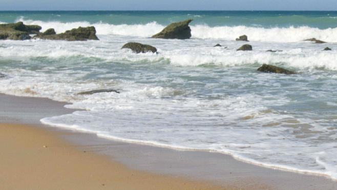 Fallece una mujer en una playa de Cádiz a causa de un desprendimiento