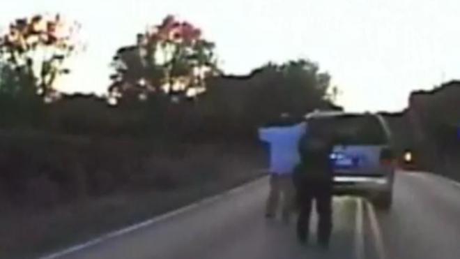 La Policía estadounidense mata a un negro desarmado