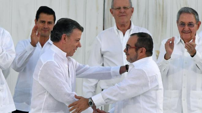 El Gobierno colombiano y las FARC firman una paz histórica