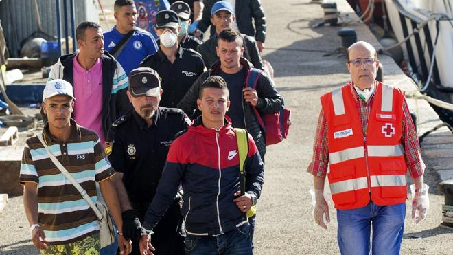 Llega a Cartagena una patera con ocho inmigrantes, seis de ellos menores