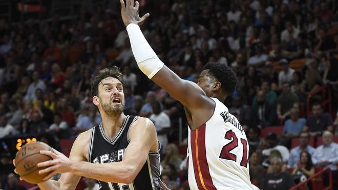 Leonard y Gasol mantienen invictos a los Spurs