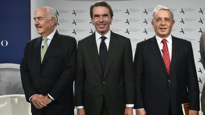 Aznar pide a Rajoy que «tome nota» del 'no' de los colombianos al acuerdo con las FARC