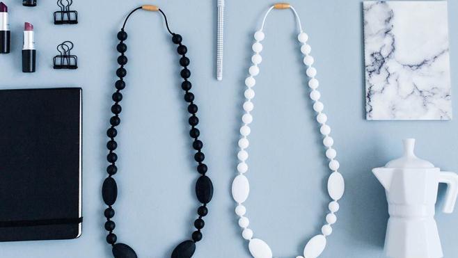 El collar de lactancia reinventa el concepto de mordedor
