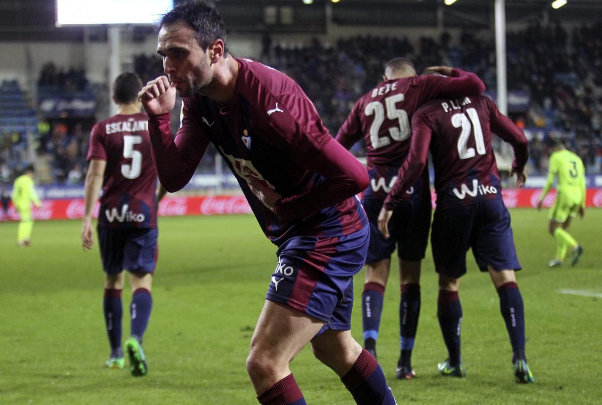 El Eibar hurga en la herida del Sporting