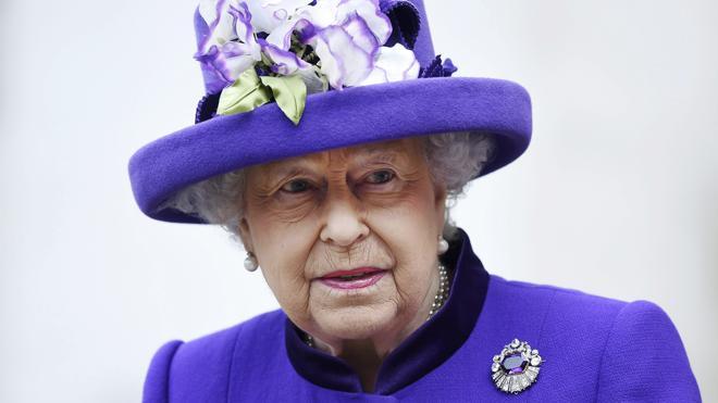 La reina Isabel, todavía convaleciente, no asiste a la misa de Año Nuevo