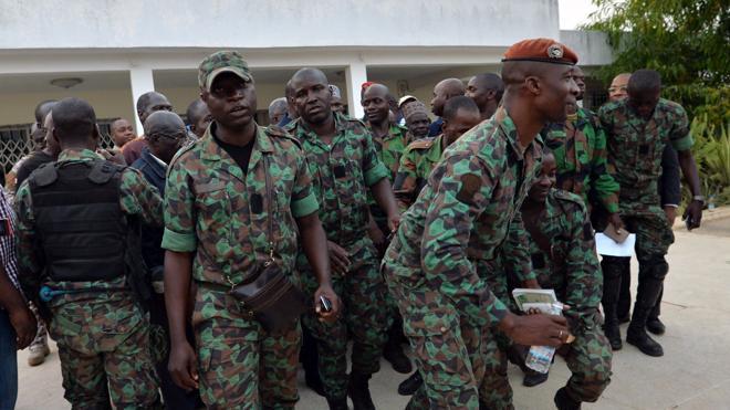 Militares retienen durante horas al ministro de Defensa en Costa de Marfil