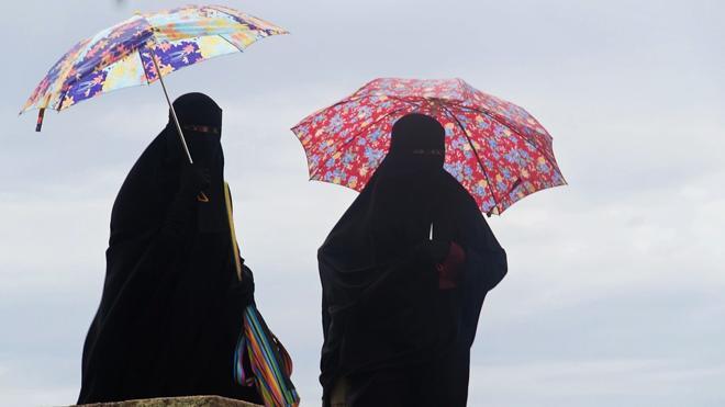 Marruecos prohíbe la fabricación y la venta de burkas