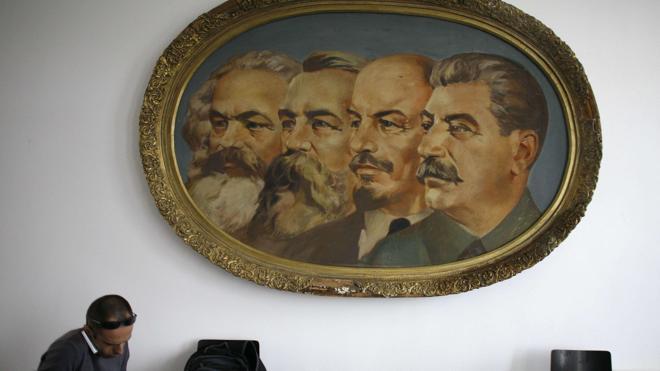 «El comunismo trata a las personas como si fueran parte de una colmena»