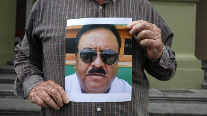 Asesinan a tiros a un periodista mexicano ante a su familia en Veracruz